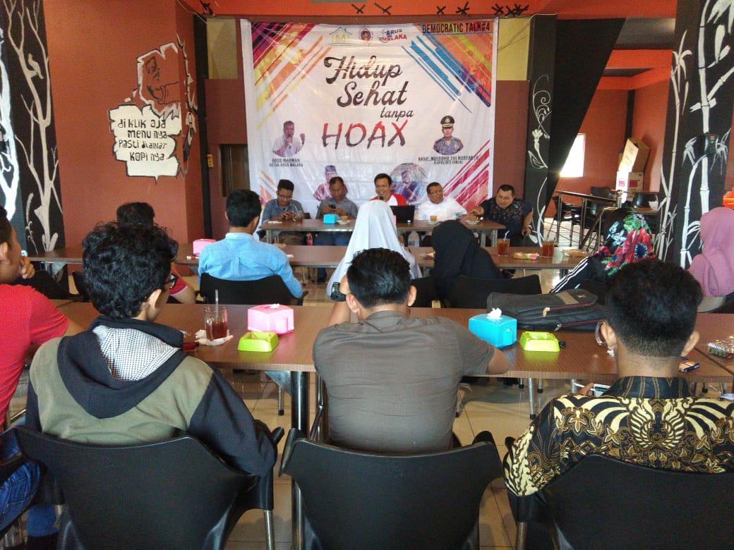 Puluhan Mahasiswa ikuti diskusi hidup Sehat tanpa hoax yang diselenggarakan rumah milenial di Cafe koetaraja.