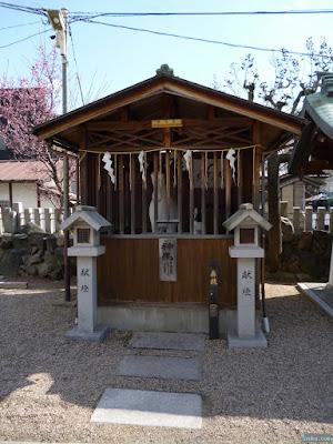東成区の八阪神社神馬舎