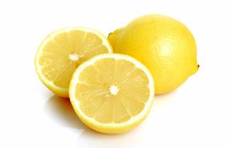 El limón puede ayudarte también con el sudor