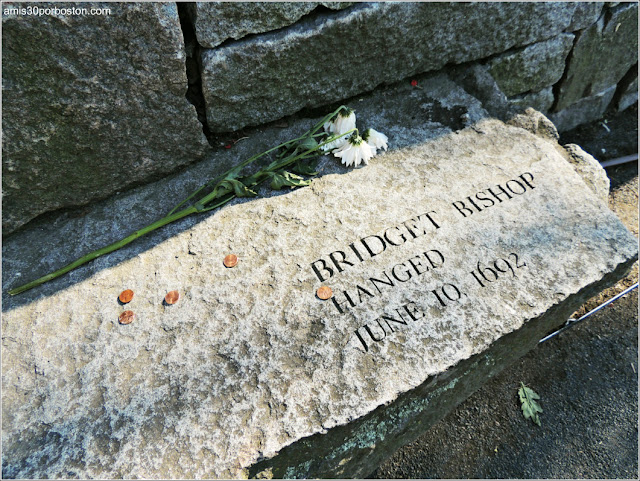 Tumbas Brujas Salem: Bridget Bishop - Ahorcada