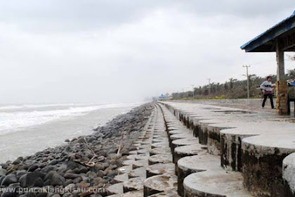 Asyknya Santai Di Pantai Indah Air Dikit
