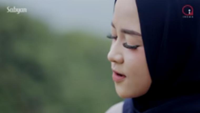 Profil Nissa Sabyan dan lirik lagu shalawat Ya Asyiqol