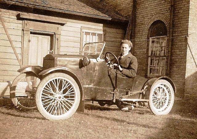 Amazing Vintage Photos Of Automobiles From Between The