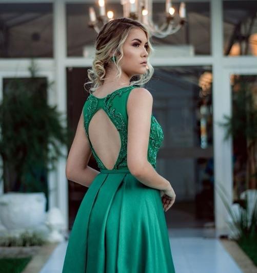 vestido de festa verde longo decote costas