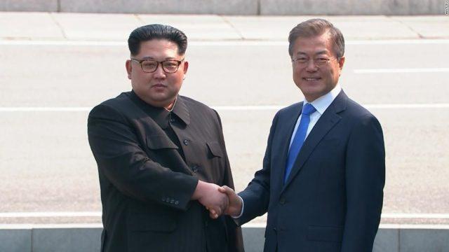 Momento histórico: Kim Jong-un cruza la frontera para cumbre de las dos Coreas