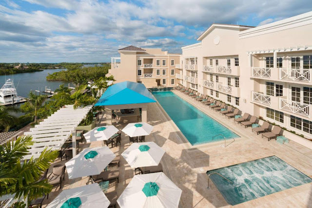 As a premier hotel in Jupiter, FL, Wyndham Grand Jupiter at Harbourside Place features a scenic location in Palm Beach County.