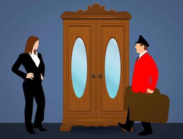contoh percakapan bellboy dengan tamu dalam mengantar tamu ke kamar mejelaskan fasilitas kamar bahasa inggris dan terjemahan bahasa indonesia singkat