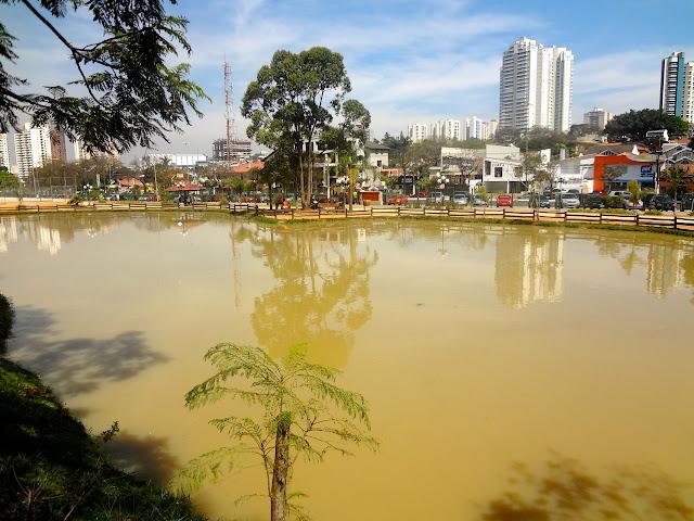 Lago no Bosque Maia em Guarulhos