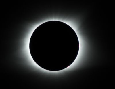 Gerhana Matahari Total - 5 Fenomena Alam Unik dan Misterius di Dunia