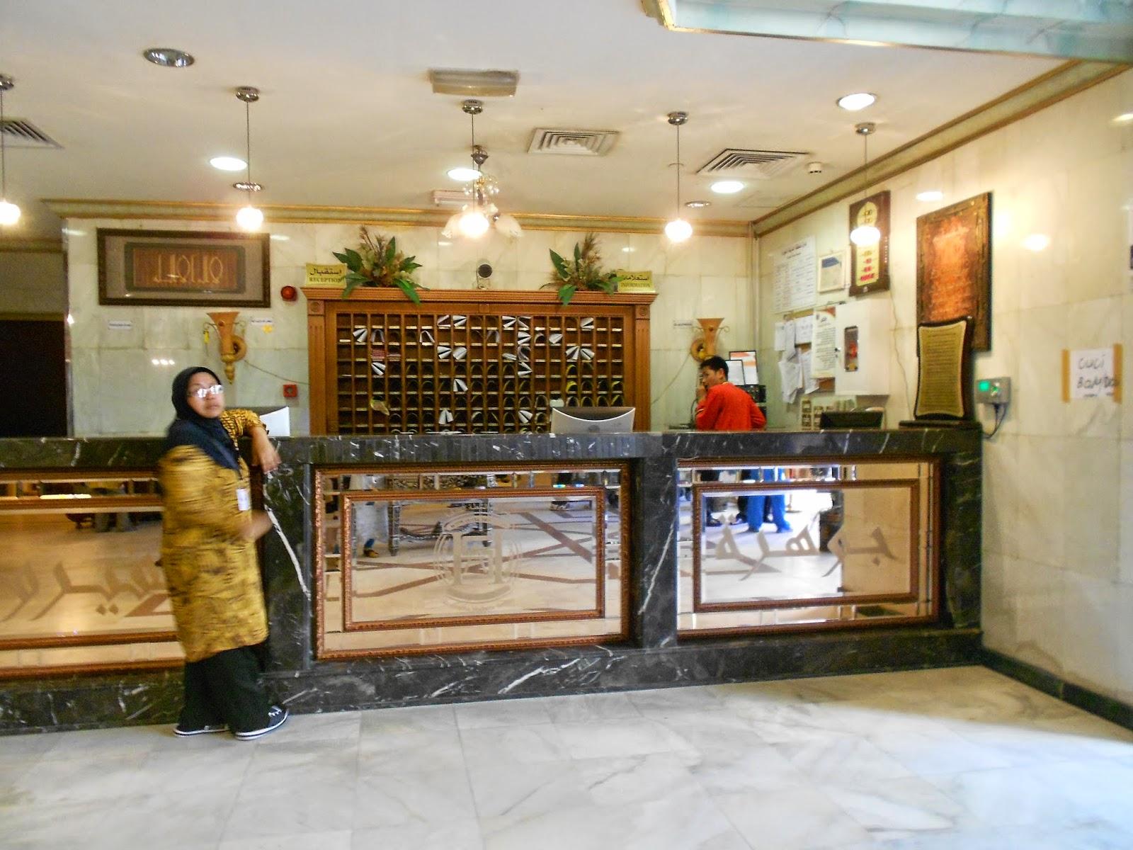 lobi hotel al fayruz di madinah