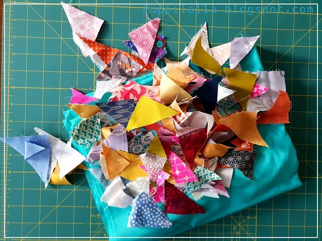 Puppilalla, scrappy triangle; pillowcase, patchwork, modern quilting