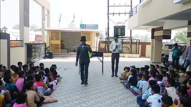Kids Magician Anil Kale 9977262001