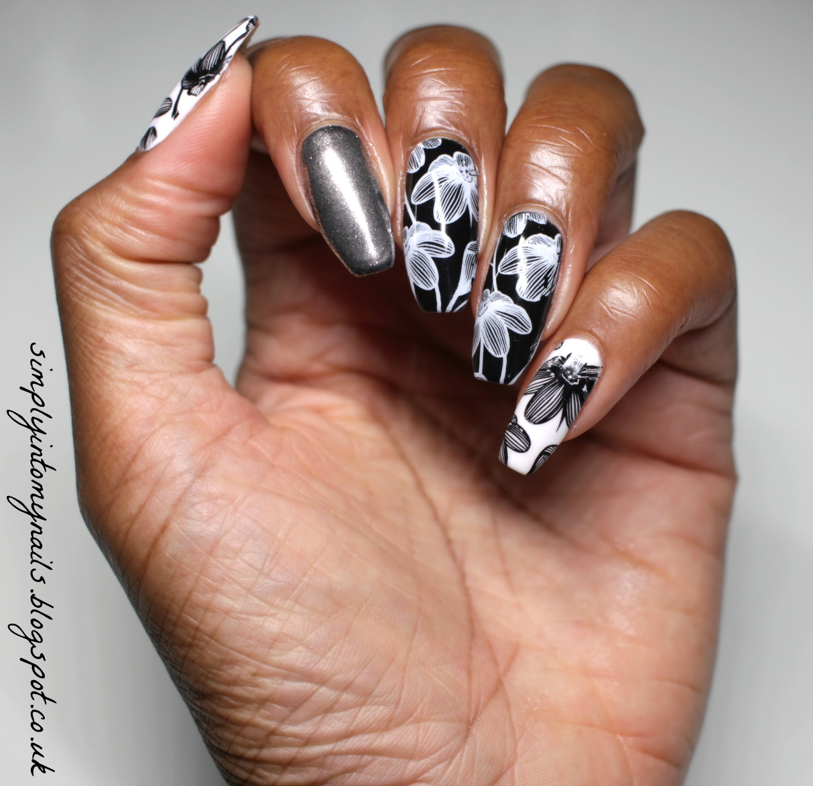 MonoCHROME | Simply Into My NAILS