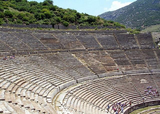 أجمل المسارح الرومانية اليونانية القديمة 39403950_08f4a6a8fc_z.jpg