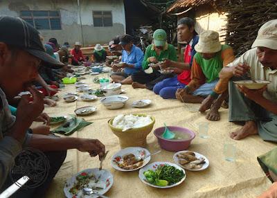 FOTO : Makan bersama