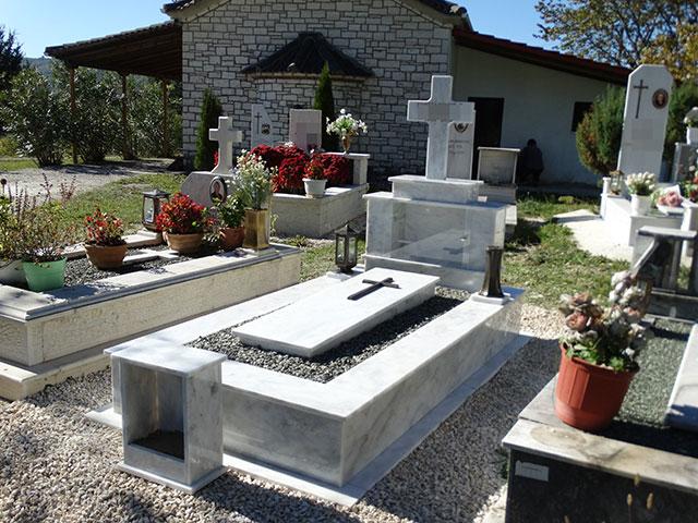 Χαμός σε κηδεία: Έθαψαν και ξέθαψαν τον νεκρό - Διαπίστωσαν οτι ηταν γυμνός!