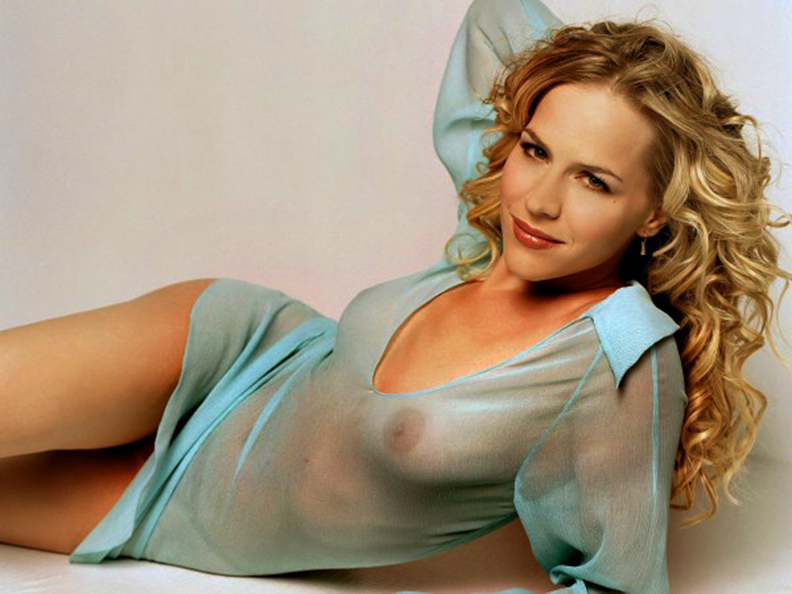 Nude pictures of julie benz