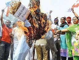 PM MODI की रैली के बाद गाजीपुर में पथराव ,एक पुलिसकर्मी की मोत IZ