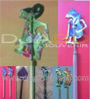 Souvenir pensil wayang kulit