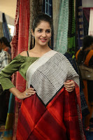 kashish vohra at national silk expo 37.jpg