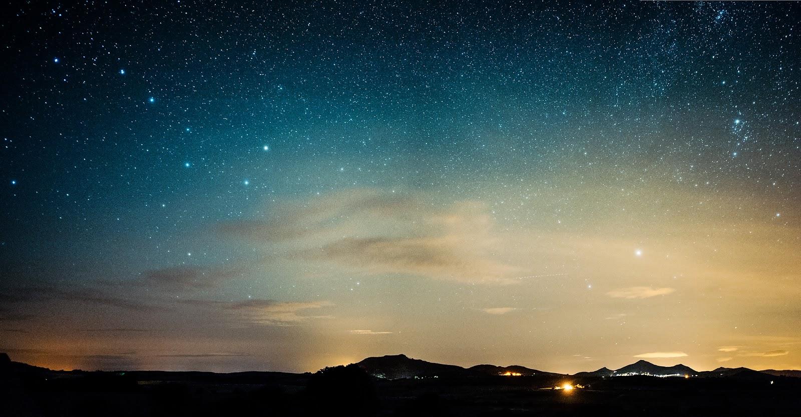 Últimos momentos do crepúsculo, com a estrela polar em algum ponto do céu noturno estrelado: ilustra a seção a respeito dos textos das linhas de ''Fêng / Abundância (Plenitude)'', um dos 64 hexagramas do I Ching, o Livro das Mutações