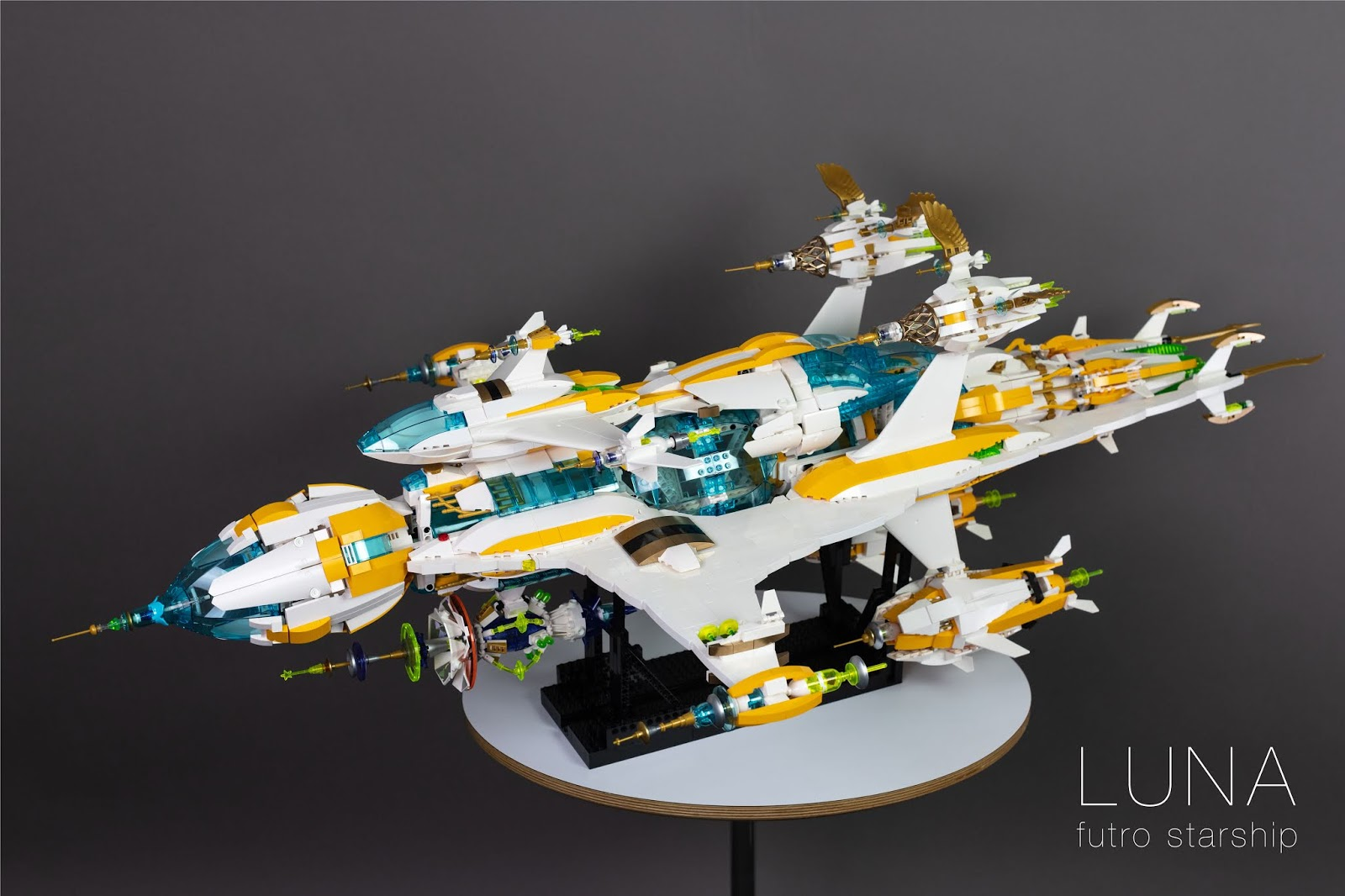 A hard to miss sci-fi LEGO MOC  - Love For Toys