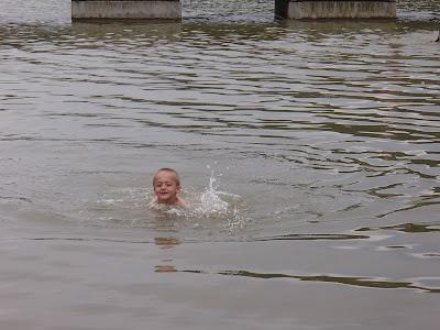 """Mazury, Jezioro Nidzkie, Nida, port """"Pod Dębem"""", zabawa nad jeziorem, pływanie w jeziorze"""