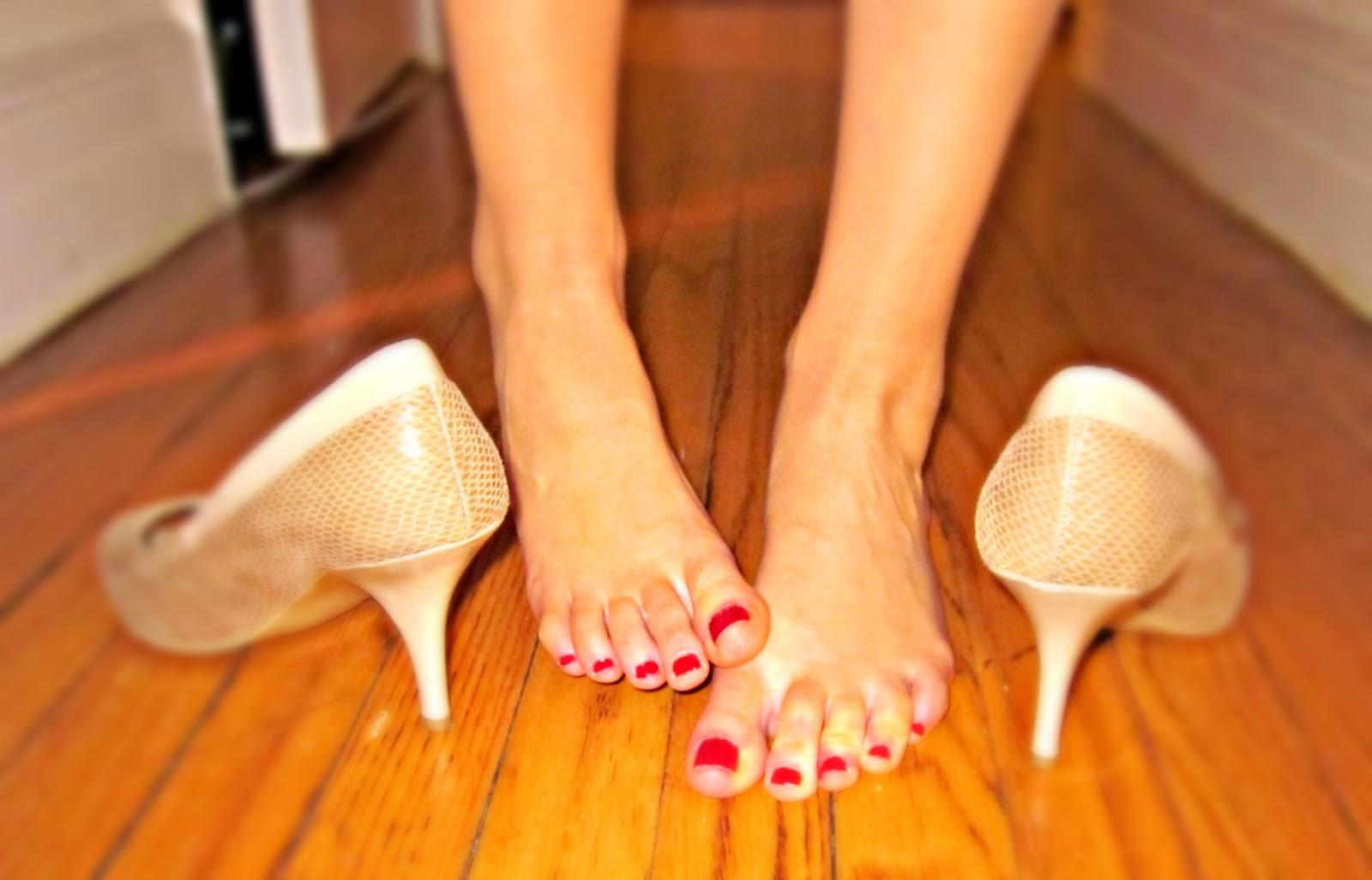 Cubicle Crime 9 Barefoot At Your Desk Memorandum Nyc