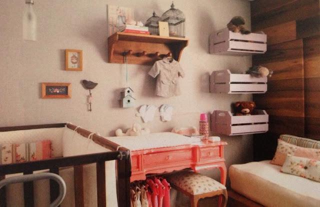 reutilizar caixotes de madeira nicho quarto bebê