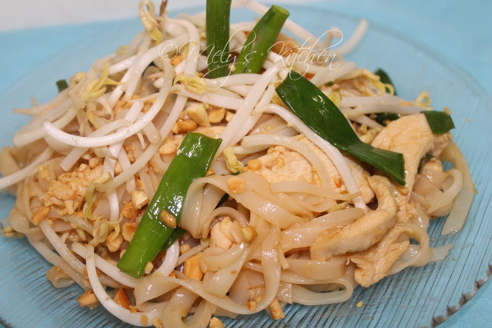 Küchenchaotin Pad Thai ~ simple chicken pad thai mely's kitchen
