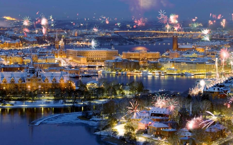 Fuegos artificiales sobre el lago Mälaren, en Estocolmo