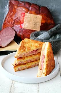 ciepła kanapka na śniadanie