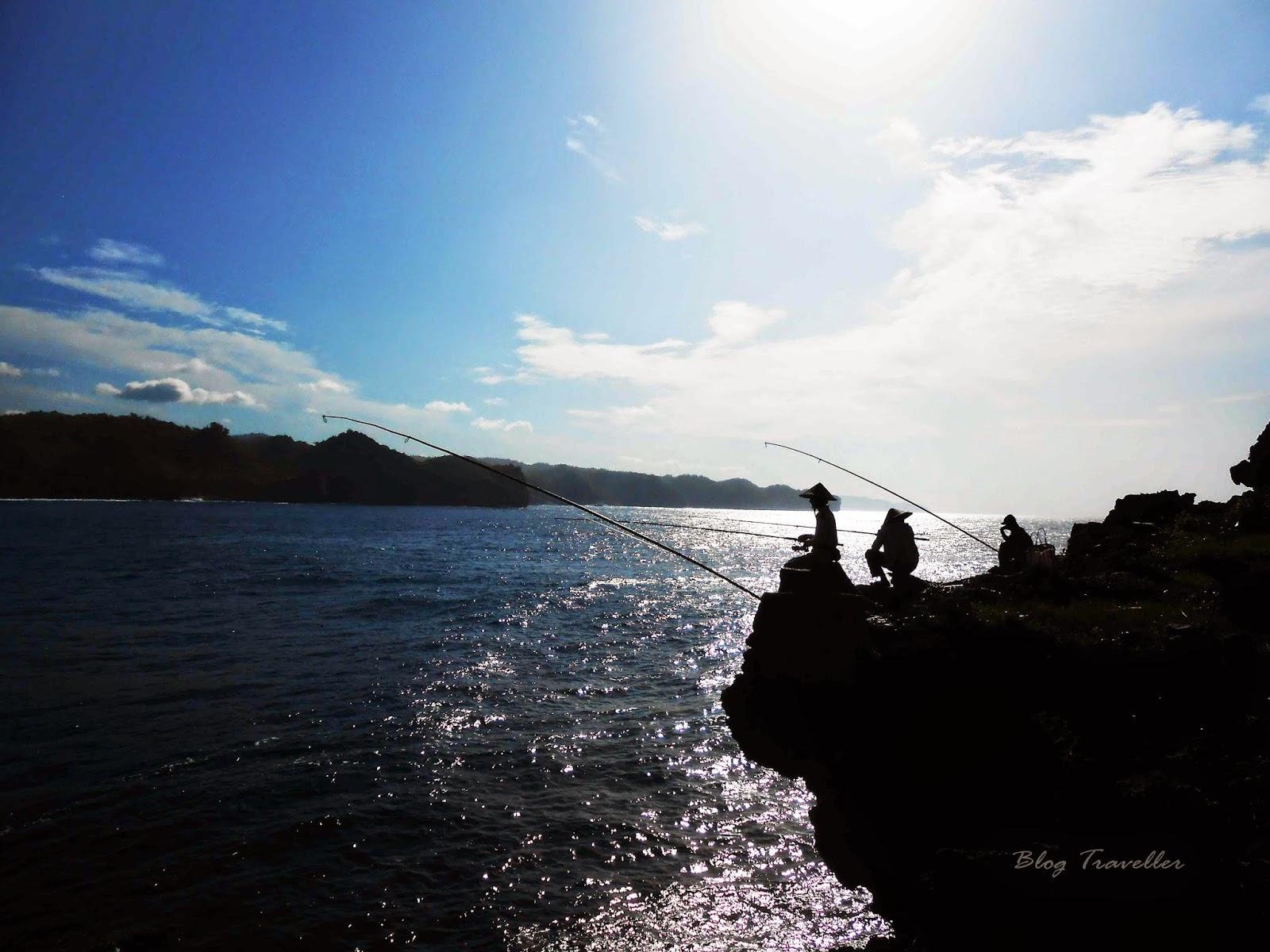Aktivitas nelayan Pantai Srau