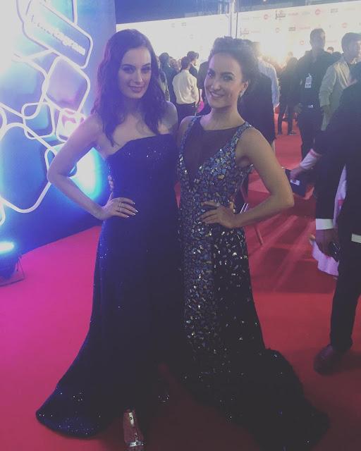 Evelyn Sharma and Elli Avram at Filmfare Awards 2017