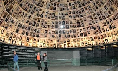 Este sitio monumento oficial a los millones de judíos perdidos en el Holocausto es una visita obligada, simplemente porque ofrece una visión increíble en el alma de Israel.