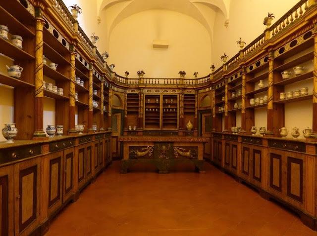 antica farmacia nel museo nazionale di Ravenna