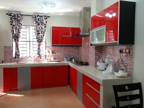 dapur warna merah hitam