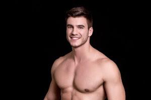 Bruno Poczinek, Mister Brasil 2017, mostra corpo sarado em novo ensaio