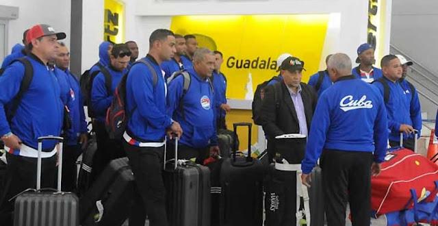 Luego de tres jornadas de entrenamiento en el estadio Latinoamericano de La Habana, el equipo Cuba arribó a tierra tapatía sin tiempo para realizar una jornada de familiarización con la superficie artificial del estadio Panamericano