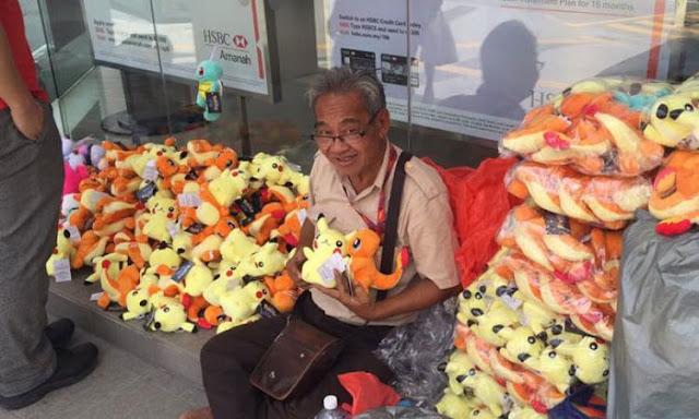 Video- Kisah Haru Dari Negeri Ziran , Kakek penjual boneka Pokemon yang ditipu Oleh pembeli , Berikut Kisahnya .