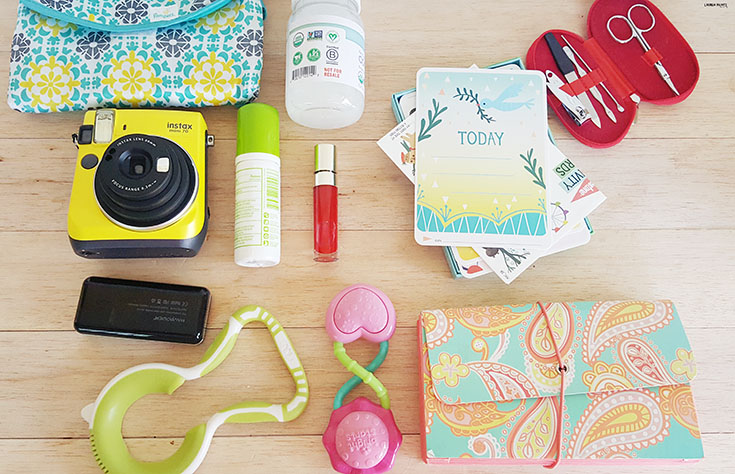 What's in My Bag? - Mama Must-Haves in a Diaper Bag for a baby & a toddler! #GerberWinWin