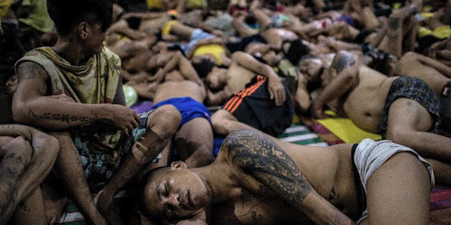 LOOK: Overcrowded jails due to Duterte's war against drugs and criminality