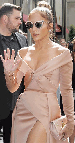 Jennifer Lopez suffers wardrobe malfunction in a beautiful nude dress (photos)