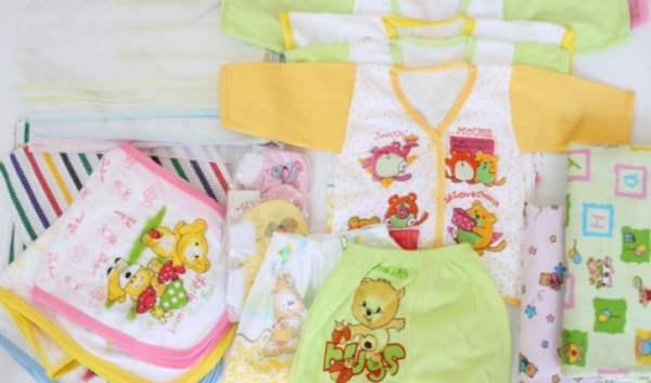 Baju Bayi Baru Lahir dan Berbagai Aksesoris yang Wajib Dimiliki