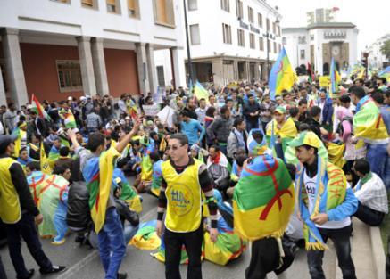 """الجهوية 24 - 400 منظمة أمازيغية تطالب بإطلاق سراح معتقلي """"حراك الريف"""""""