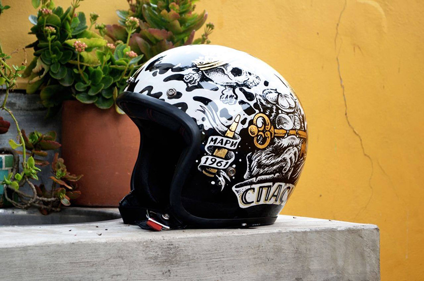Casco BELL by DIYE.