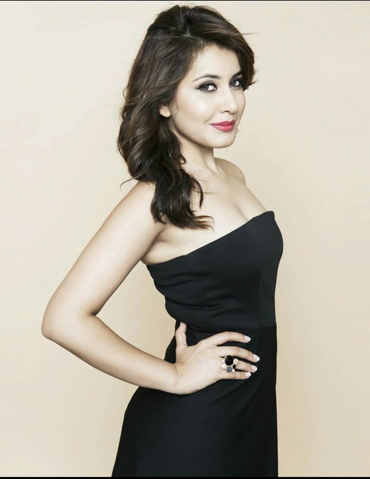 Tollywood Actress Raashi Khanna Latest Photos In Black Dress