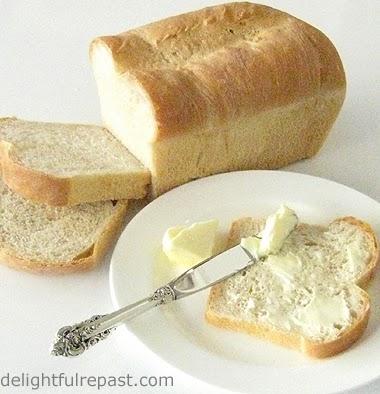 Classic White Sandwich Bread / www.delightfulrepast.com
