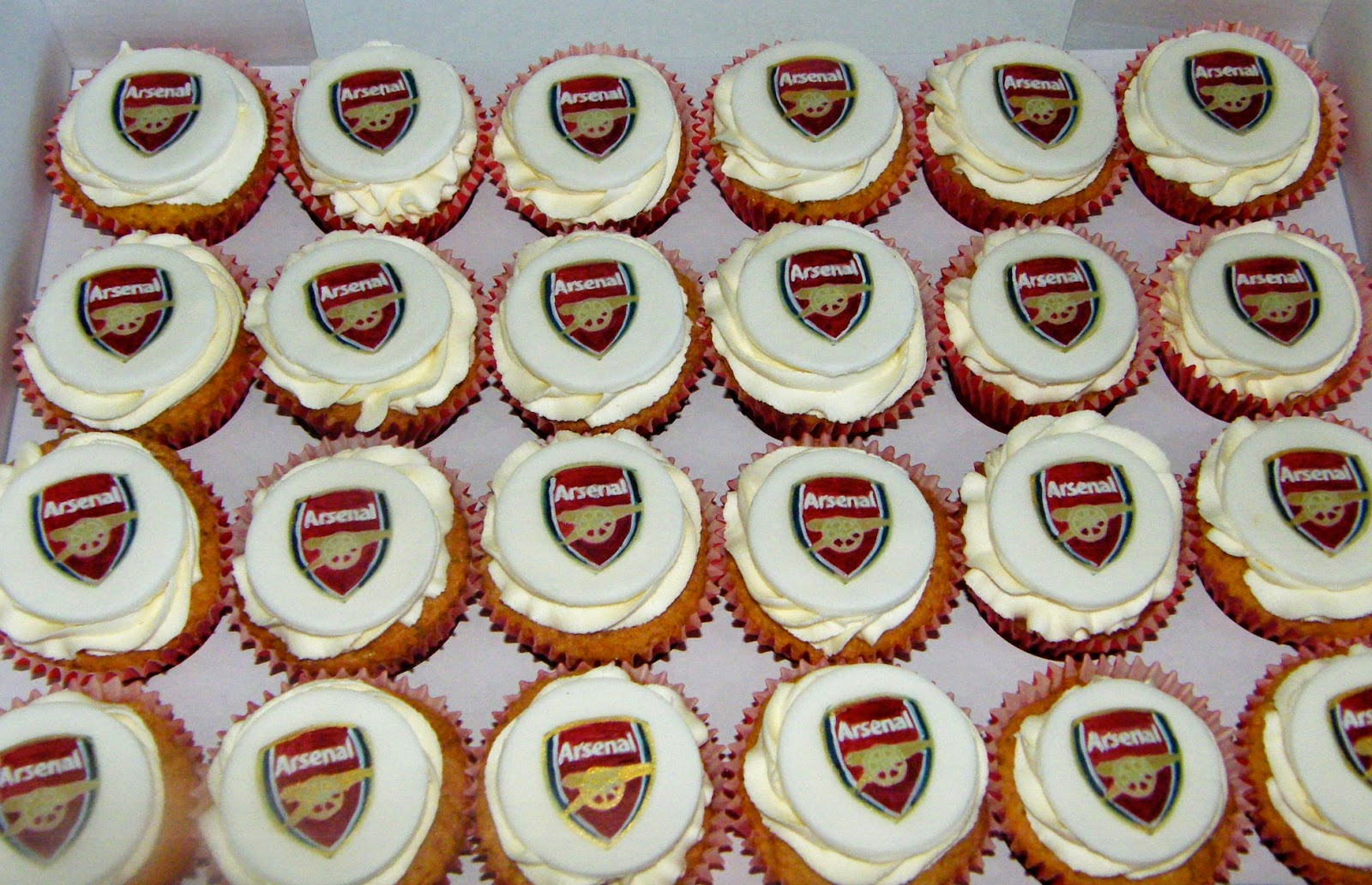 Arsenal Londyn Toppers Cake