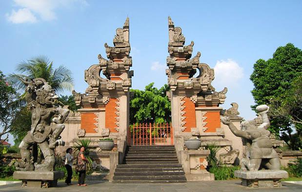 Rumah Adat Bali Gapura Candi Bentar Gambar dan